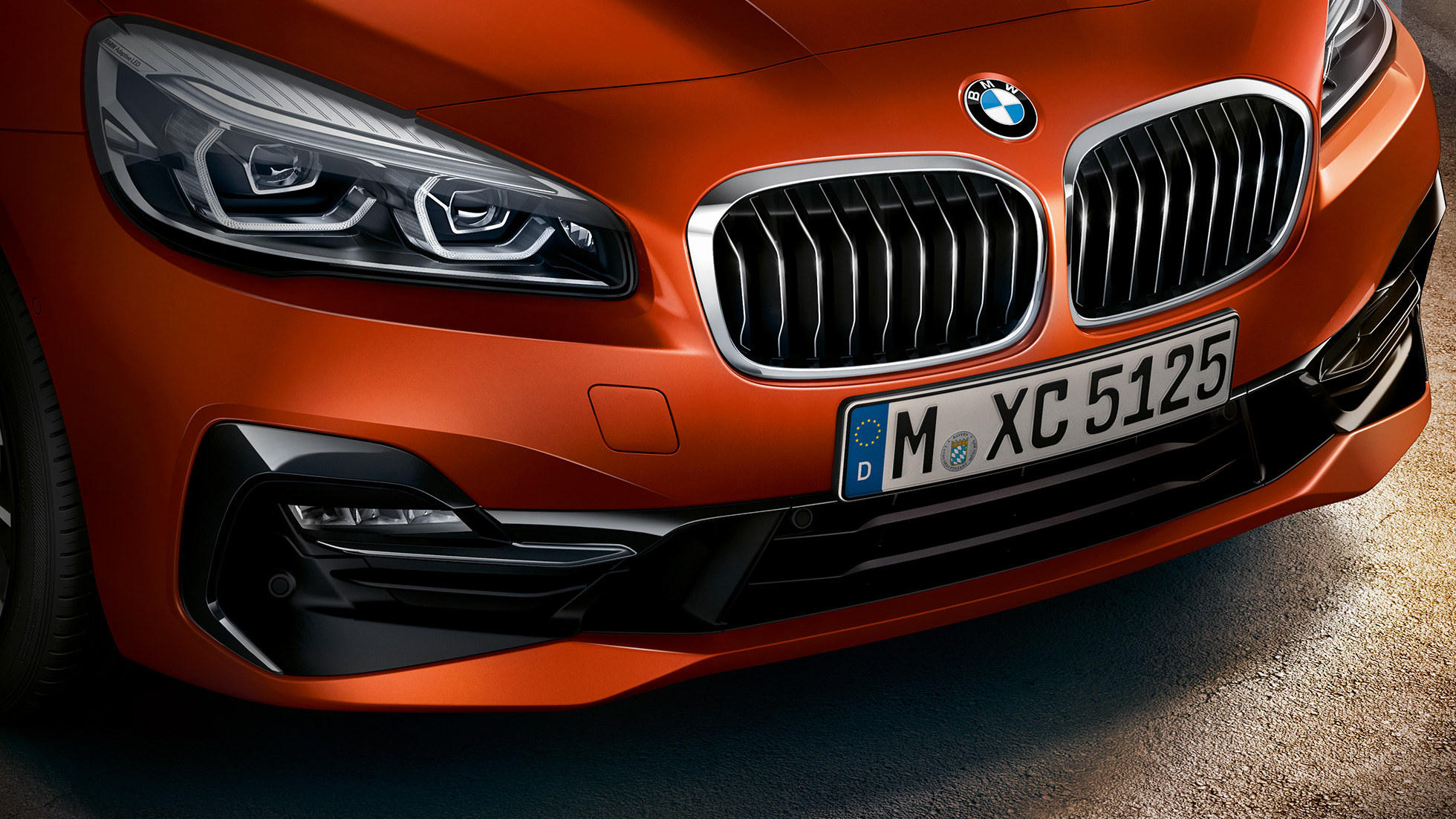 Double kidney grille BMW 2 Series Active Tourer F45 Facelift 2018 Sunset Orange metallic close-up front